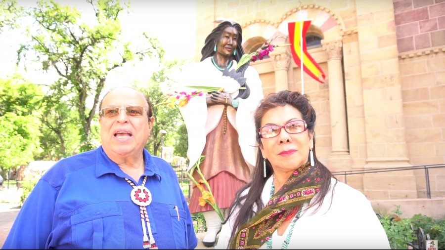 Harmon Houghton Interviews Estella Loretto – Santa Fe Indian Market 2016